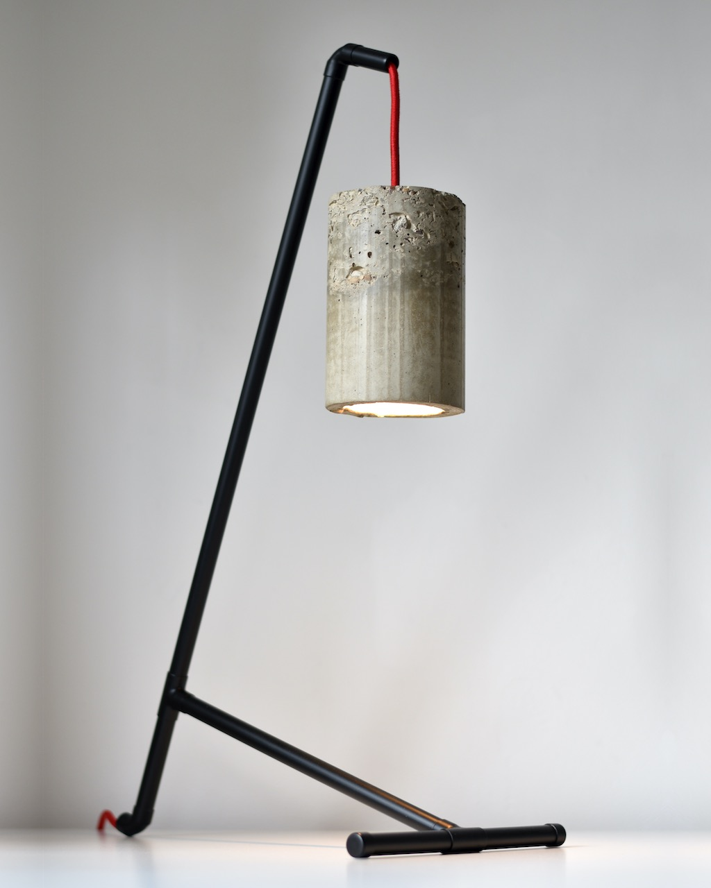 Raw Concrete Table Lamp – Black With Red Cord